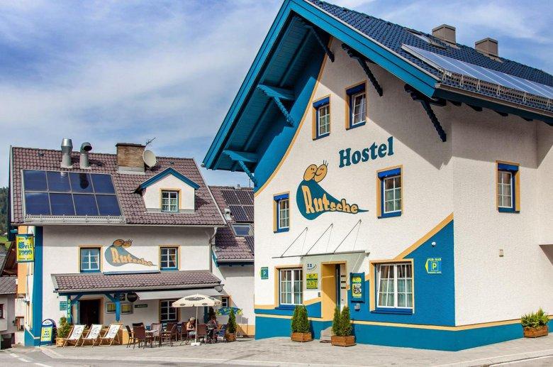 Rutsche Hostel with pub right next door.