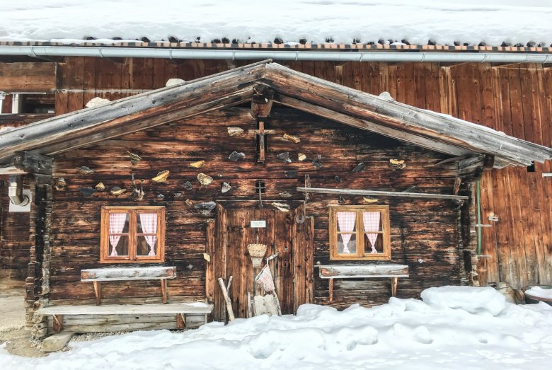 The rustic log cabin of Feilalm.