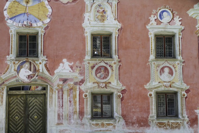 """Lüftlmalerei"" (wall paintings) is the name of this extraordinary facade art, dating back to the 18th Century. Particularly beautiful examples can be found in Holzgau, in the Upper Lechtal."