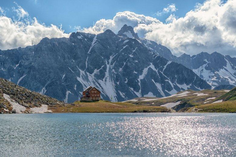 Neue Reichenberger Hut on the shores of Bödensee Lake. , © Nationalpark Hohe Tauern / Johannes Geyer