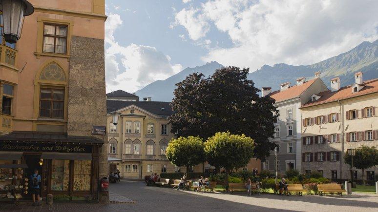 Sabine Schöffauer's shop is close to the city cathedral, © Tirol Werbung/Bert Heinzlmeier
