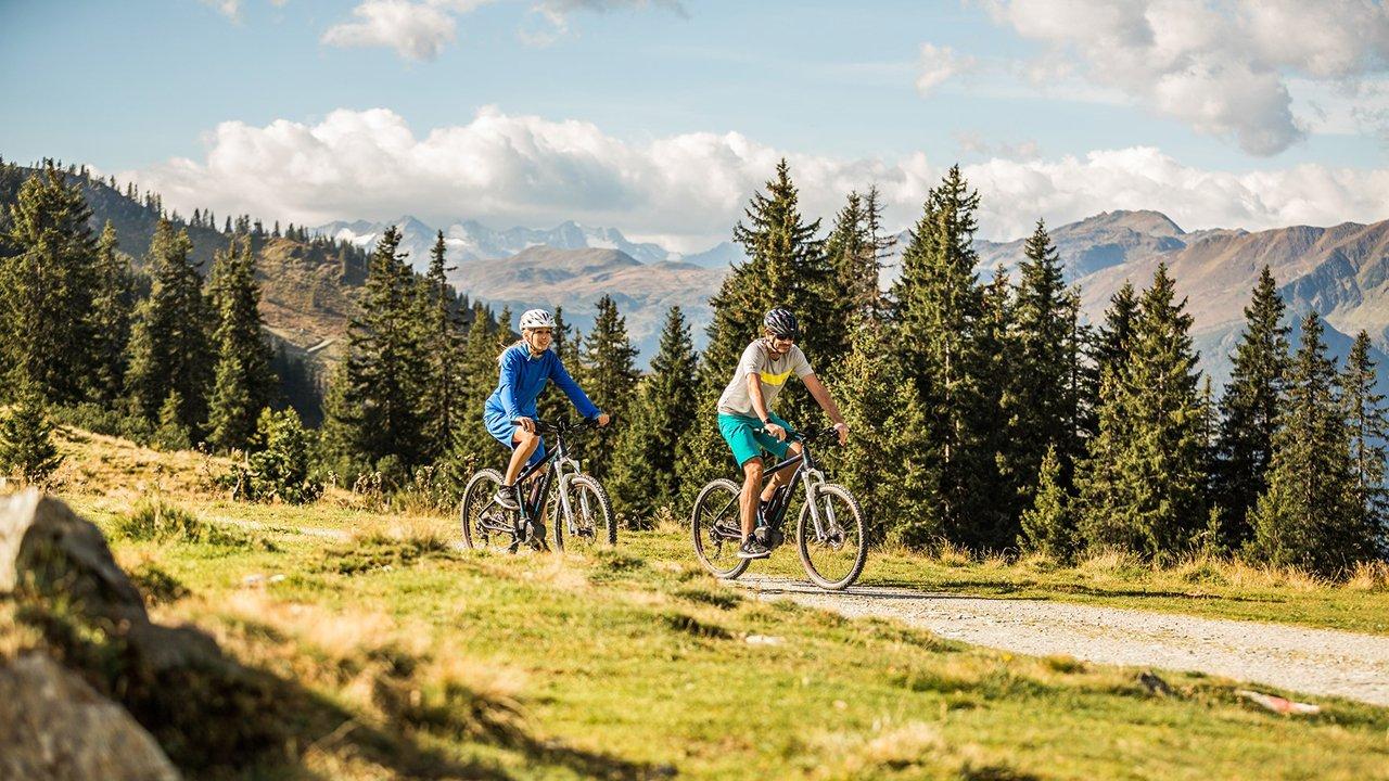 E-bike technique training with Karl Exenberger from the Bikeacademy, © Kitzbüheler Alpen @ Mirja Geh - Eye 5
