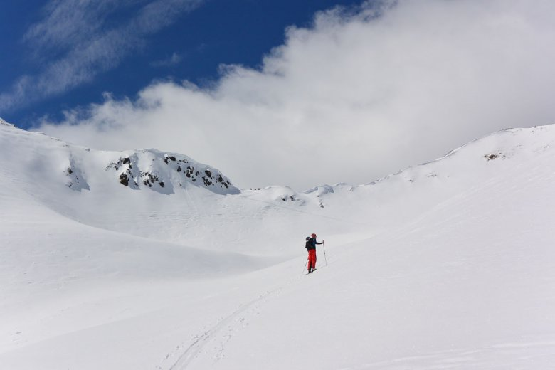 Fresh snow and no one else in sight: Plenty of space for a weekend of backcountry skiing in Villgratental Valley.