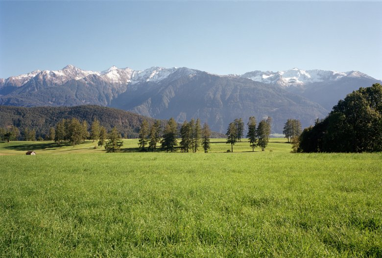 Spring classic: Innsbruck to the Mieming Plateau (photo).
