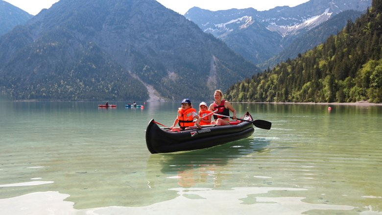 Caribbean or Tirol? Family holiday on the Plansee lake near Reutte.