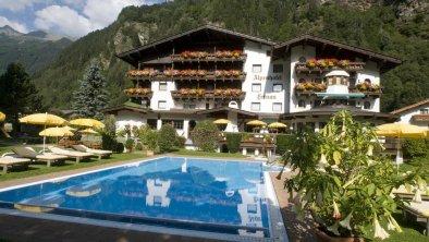 Alpenhotel Fernau Neustift Aussenansicht Sommer