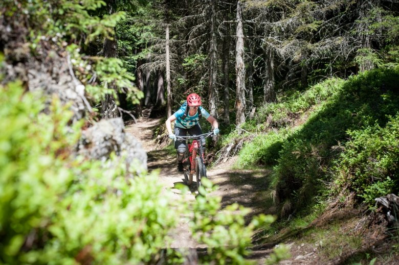 """""""Pump it down"""" is the name of the game on the Wiesenalm Singletrail."""