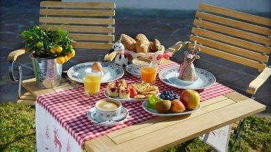Frühstücken im Sommer auch gerne im Garten!