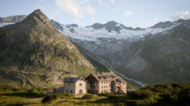 The Berliner Hütte hut, © Tirol Werbung / Schwarz Jens