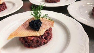 Tatar von Rote Beete, Räucherforelle, Caviar, © Das Halali