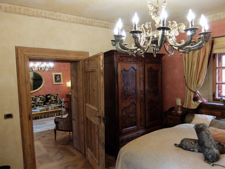 All rooms are lavishly appointed with priceless antiques, rich bed linens and plush tapestry curtains.