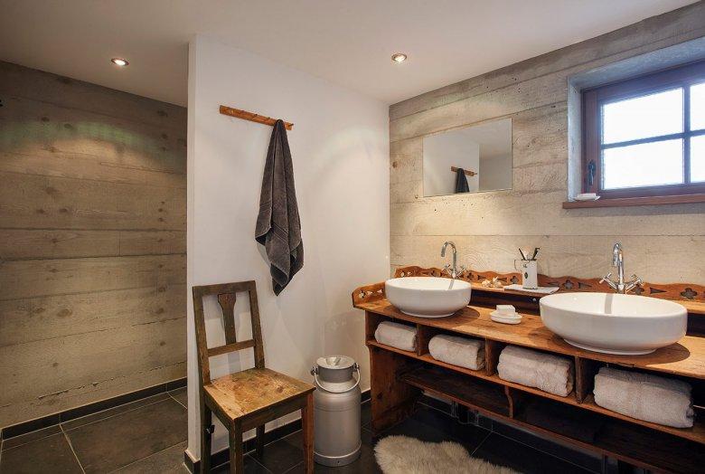 Modern bathroom decor with a retro feel: Philippe Starck washbasins on a centuries old sideboard. (Photo Credit: Mesnerhof/Werner Neururer)
