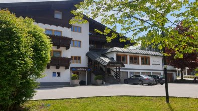 Hotel Schermer Bad Häring Haus im Sommer