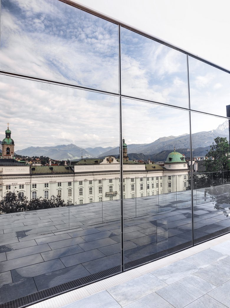 The glass surfaces of the House of Music reflect the Imperial Palace. The new building sensitively responds to the historical neighboring buildings.
