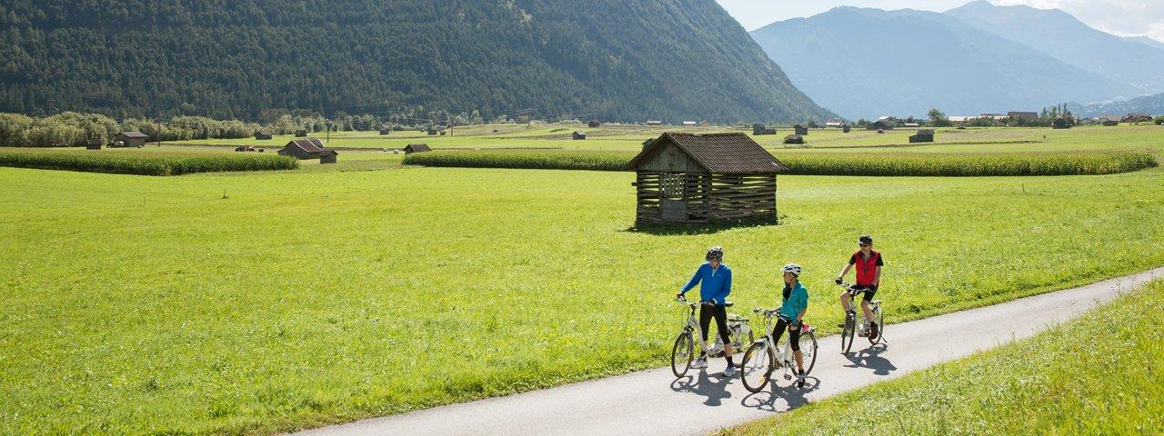 Cycling with an e-bike in Nassereith, © Tirol Werbung / Frank Bauer