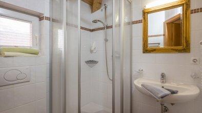 Chalet_Alpina_Hotel_Tyrol_Appartement_105_Badezimm