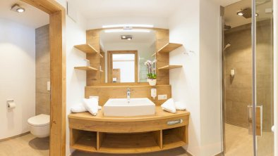 Badezimmer der großen Hof-Suite