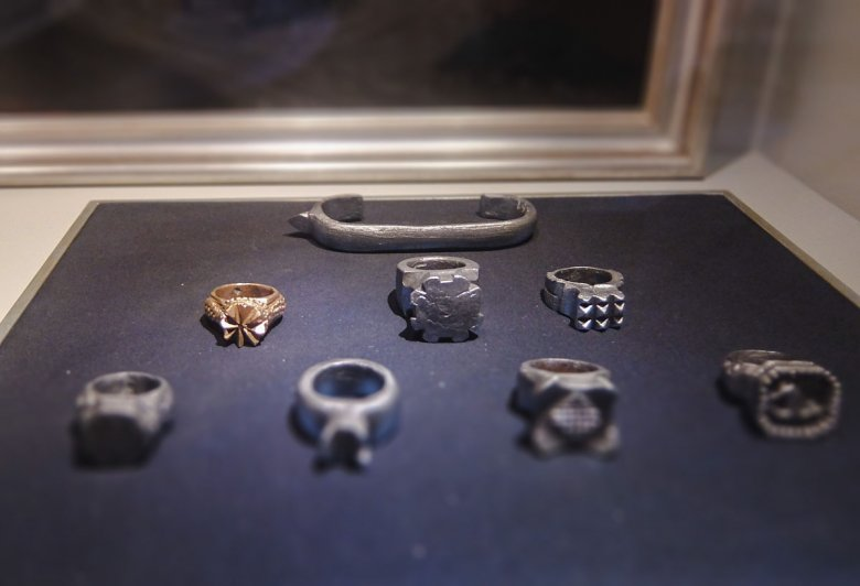 Intended to increase the injuries, these beautiful metal weapons were worn over the fingers or knuckles.