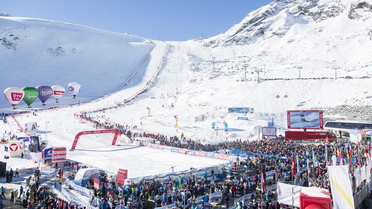The opening race of the Ski World Cup in late October also marks the start of a long and intense winter season in Sölden., © Ötztal Tourismus/Markus Geisler