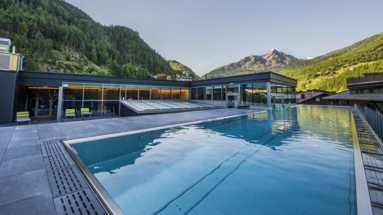 """Infinity pool at the hotel """"Die Berge"""" in Sölden"""