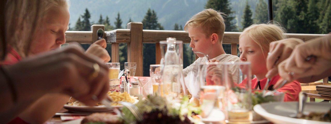 Fine food at Mutterer Alm, © Tirol Werbung/Frank Bauer