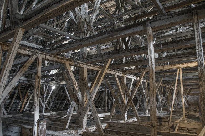 This amazing roof truss, which is covered in 15,000 glazed copper tiles, weighs about 58 tons