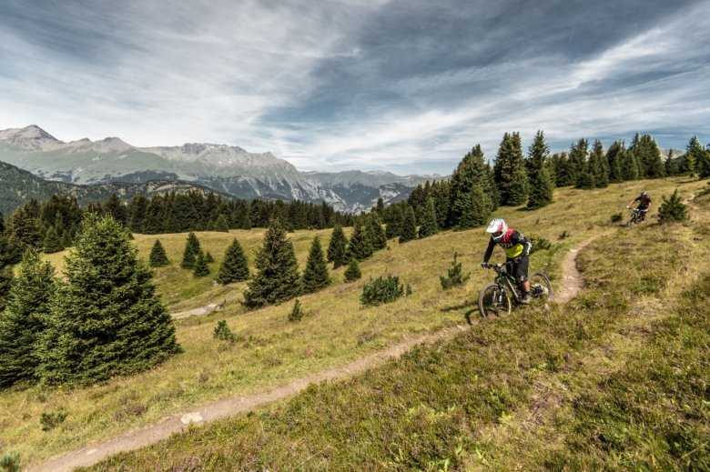 Unique trailriding experience in three countries: Austria, Switzerland and Italy. (Photo Credit: Andreas Vigl)