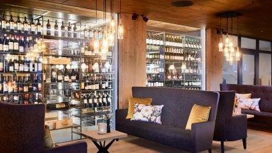 Lounge mit Weinschrank