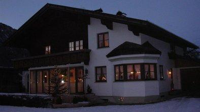 Haus bei Nacht groß