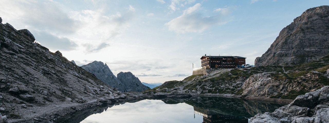 The Karlsbader Hütte near the Laserzsee lake, © TVB Osttirol / AlpinPlattform Lienz / Sam Strauss Fotografie