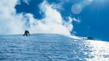 Ice climbing in the Ötztal Valley, © Tirol Werbung/Peter Umfahrer