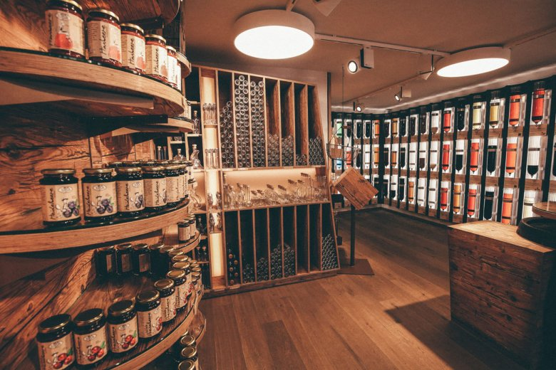 s'Ladele, a specialty food & delicatessen shop where foodies rejoice.