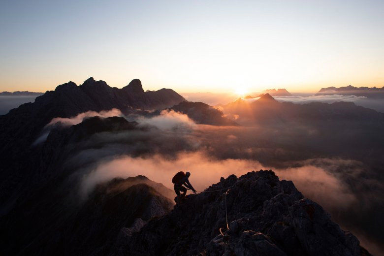 Sunset on the via ferrata climbing route high above Innsbruck. Safety gear can be hired from the local branch of the Austrian Alpine Club. , © Tirol Werbung, Frank Stolle