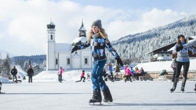 Eislaufen vor dem Seekirchl in Seefeld, © Olympiaregion Seefeld, Stephan Elsler