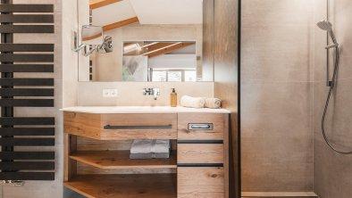 Bad im Komfortzimmer mit Balkon