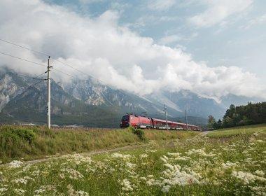 Viele Wanderungen  eignen sich ideal für eine Anreise mit Zug, Bus und Bahn. , © Tirol Werbung, Regina Recht