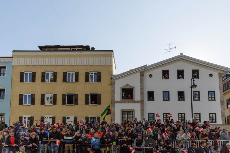 Thousands of fans cheered up riders at the elite men's road race in Kufstein.