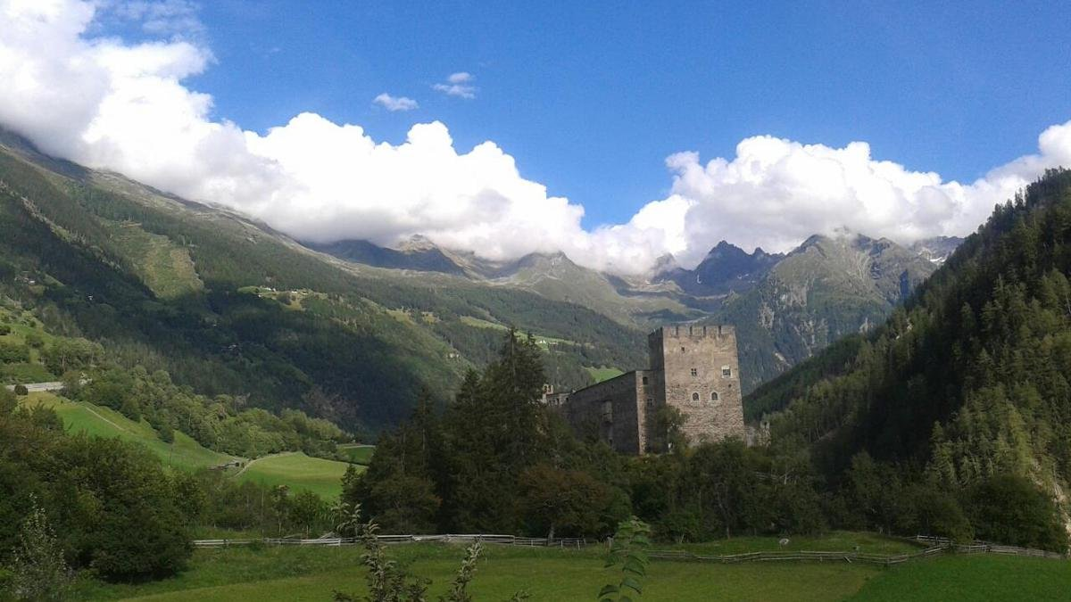 This fine medieval castle watches over the entrance to the Kaunertal Valley. It was bought by a family from Innsbruck in the 1970s and has since been restored to its full glory. Guests can visit the castle in the summer months., © Kaunertal Tourismus