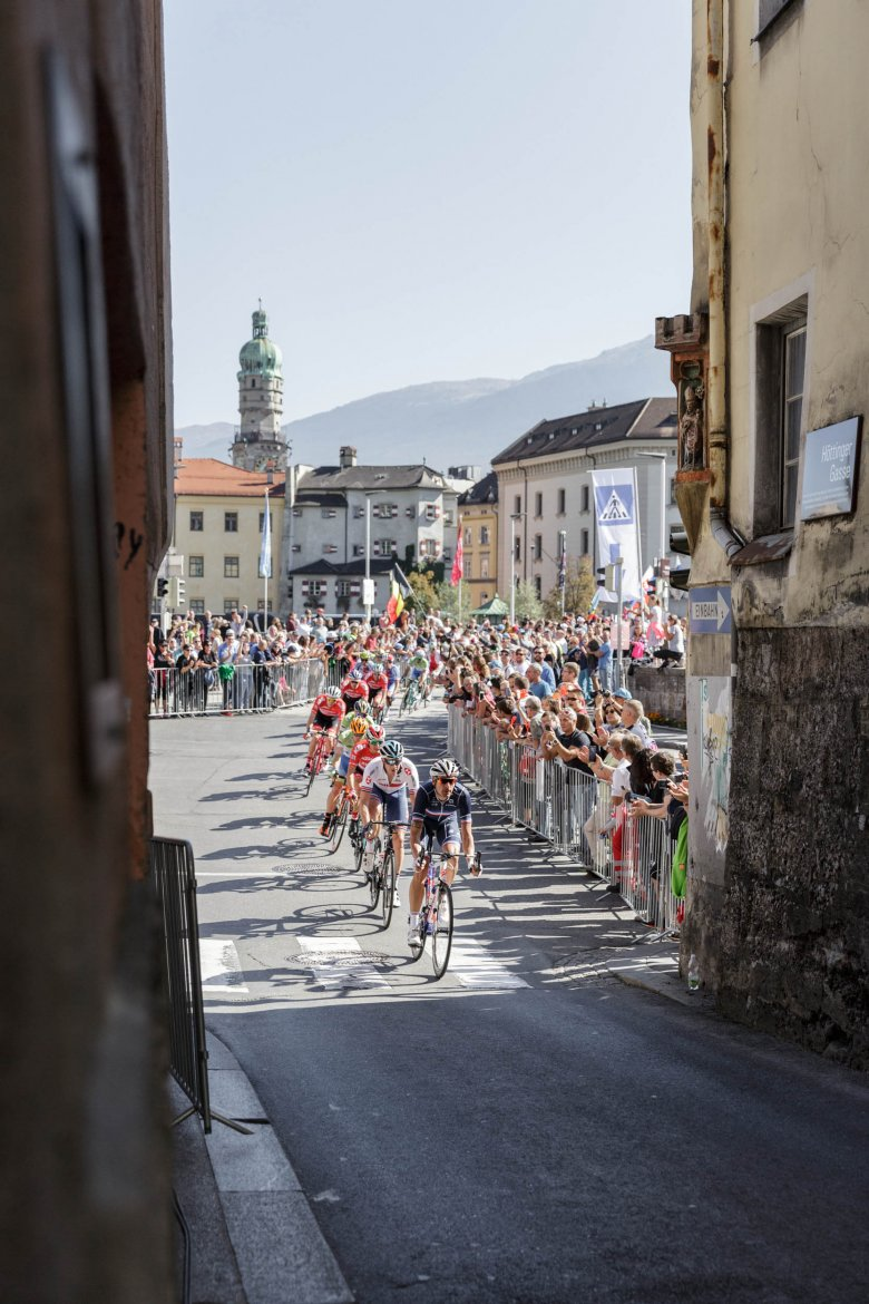 Welcome to Hell: After completing the final lap of the Olympic Circuit, riders turned off to the savage final climb up Höttinger Gasse.