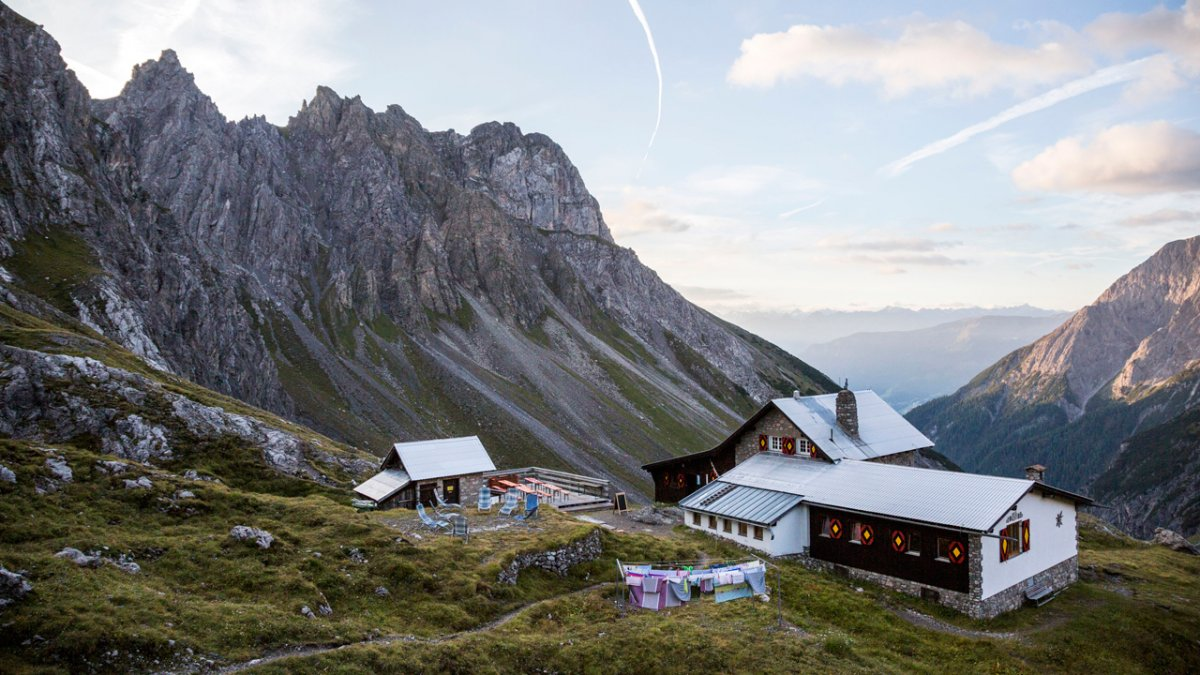 A stage of the Eagle Walk ends at the Württemberger Haus hut, © Tirol Werbung