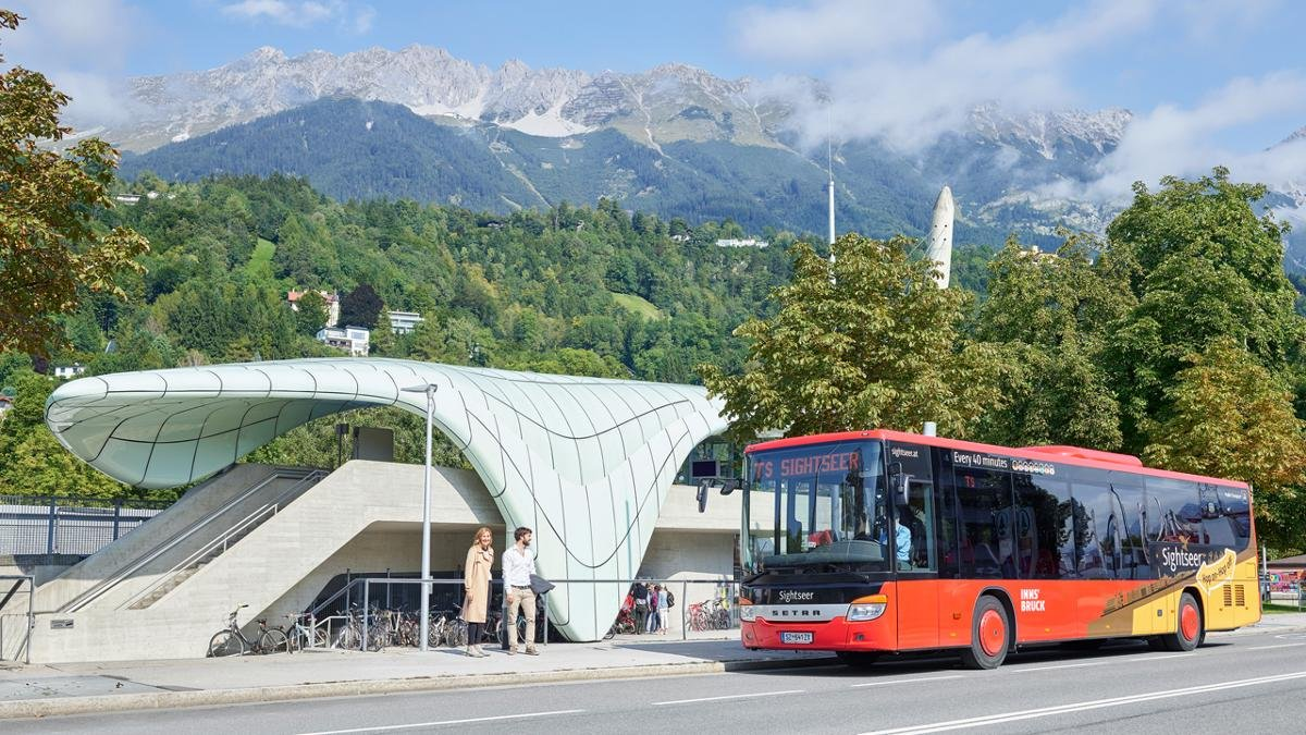 The Sightseer Innsbruck bus takes visitors to all the main city highlights, including museums, the Bergisel ski jump and Ambras Castle. Each seat has its own an audio guide. Tickets are valid for 24 hours, so you can hop on and off as you like., © Innsbruck Tourismus