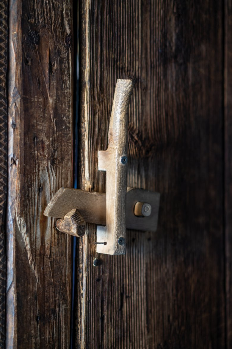 """Retro chic: Almost everything in the hut is made of timber – even door handles and """"locks""""."""