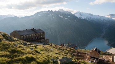 The Olperer Hütte hut on the Peter Habeler Hike, © Tirol Werbung/Jens Schwarz