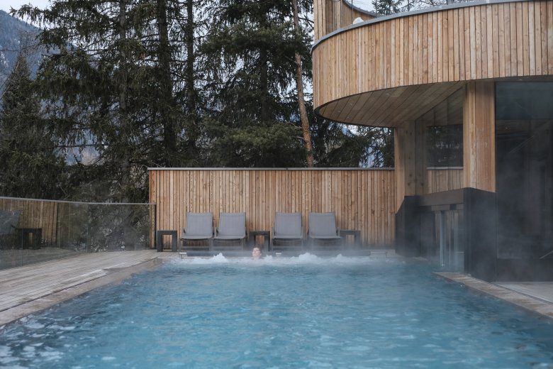 The outdoor pool at the Naturhotel Waldklause.