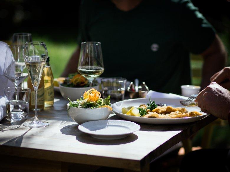 Wiener Schnitzel is still one of the signature dishes at the Unterwirt. , © Tirol Werbung / Nicolas Hafele