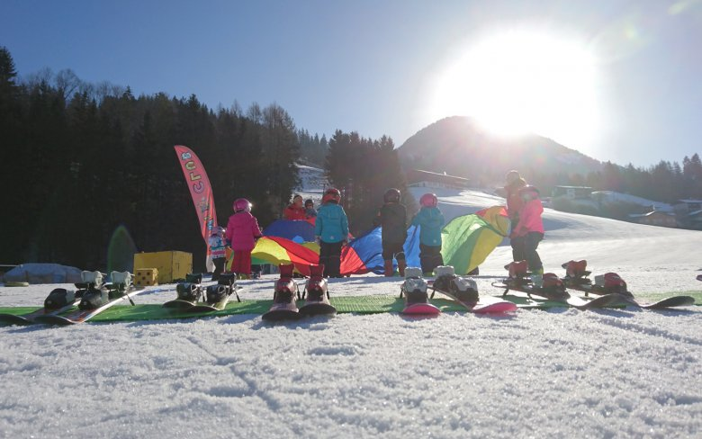 Little ones are introduced to skiing through warm-up games and play.