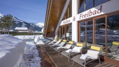 Schwimmbad Außenansicht Winter, © Hotel Karlwirt