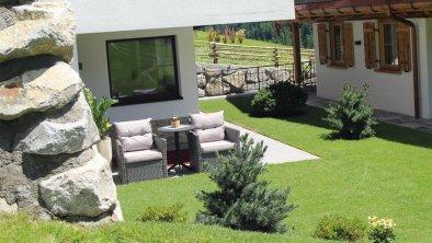 Landhaus Mader Hintertux Gartenmöbel von vorne 2