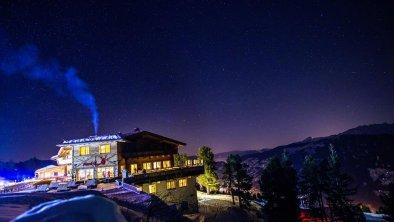 Platzlalm Winter bei Nacht