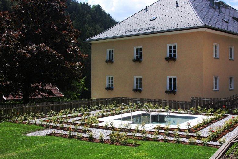 The Kneipp Maze with water treading pool at Kronburg. © Barmherzige Schwestern Zams